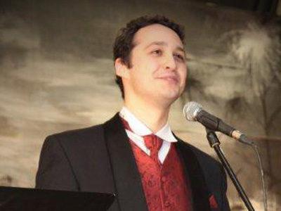 Oskar Jasiński, tenor, absolwent Akademii Muzycznej w Katowicach